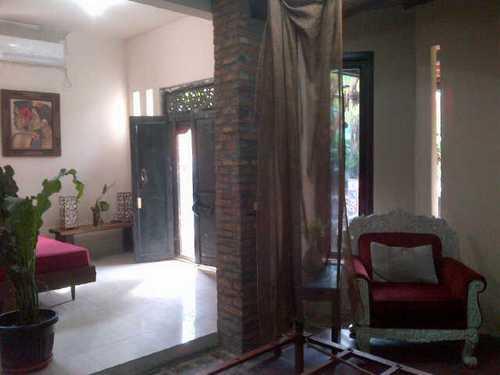 Kost / Guest House Bergaya Minimalis dan Villa Bali di Pondok Pinang